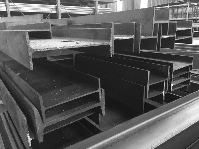 Cantoneiras e perfis de aço