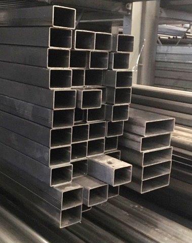 Tubos quadrados em aço carbono